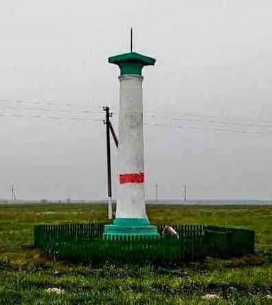 На старой каплице в Пинском районе появилась красная полоса, теперь она с символикой бЧб