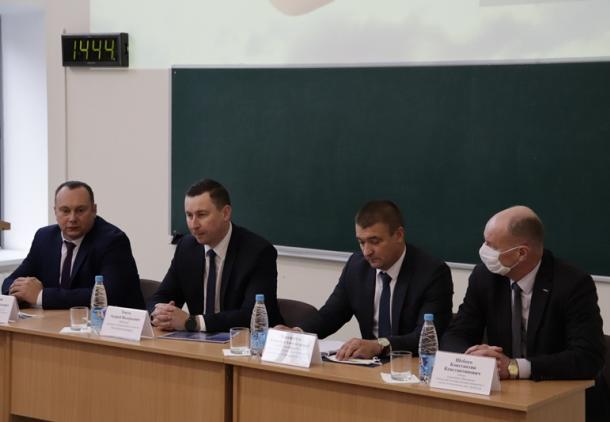 О чем говорил министр ЖКХ в Пинске: Общественные бани подорожают, как и стоимость проживания в общежитиях
