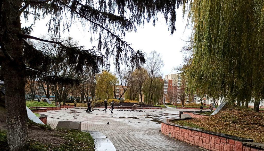 Песни и танцы под гармошку в микрорайоне «Северный» в Пинске