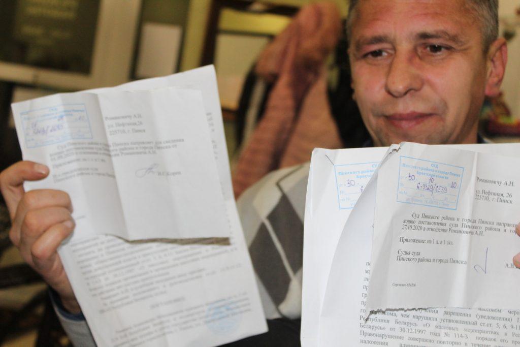 Правозащитник Алесь Романович получил 1350 рублей штрафа за 10 минут «пикета» возле памятника Партизанам