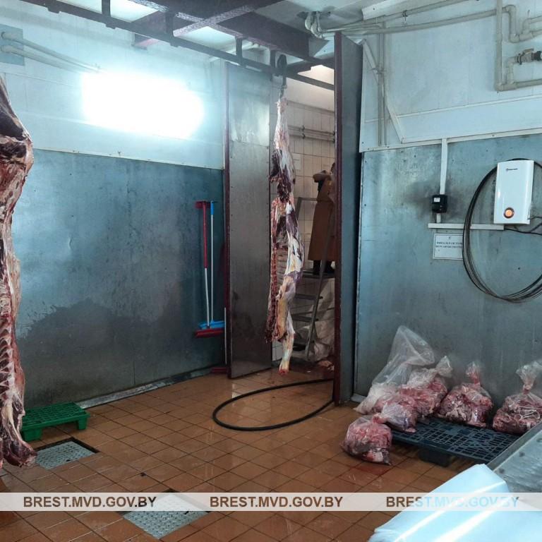 С убойного цеха предприятия в Пинске похитили более 1200 килограммов говядины
