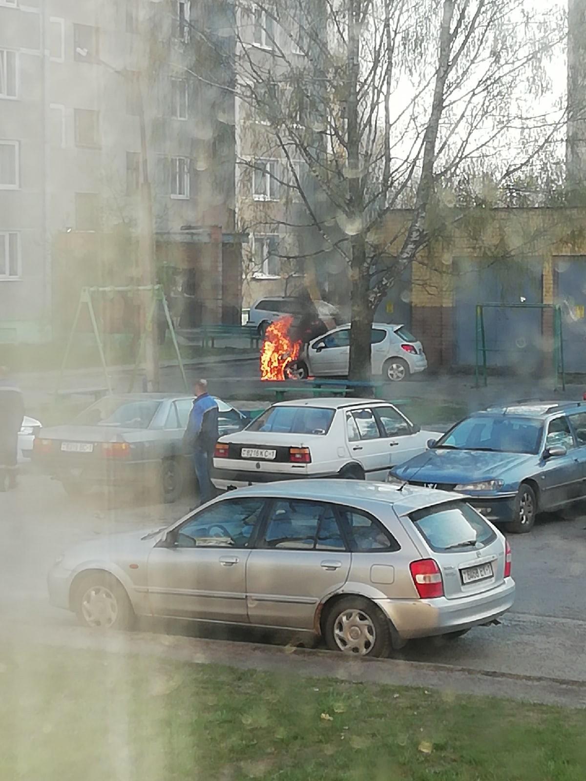 ЧП в Пинске на Телефонной - загорелся автомобиль