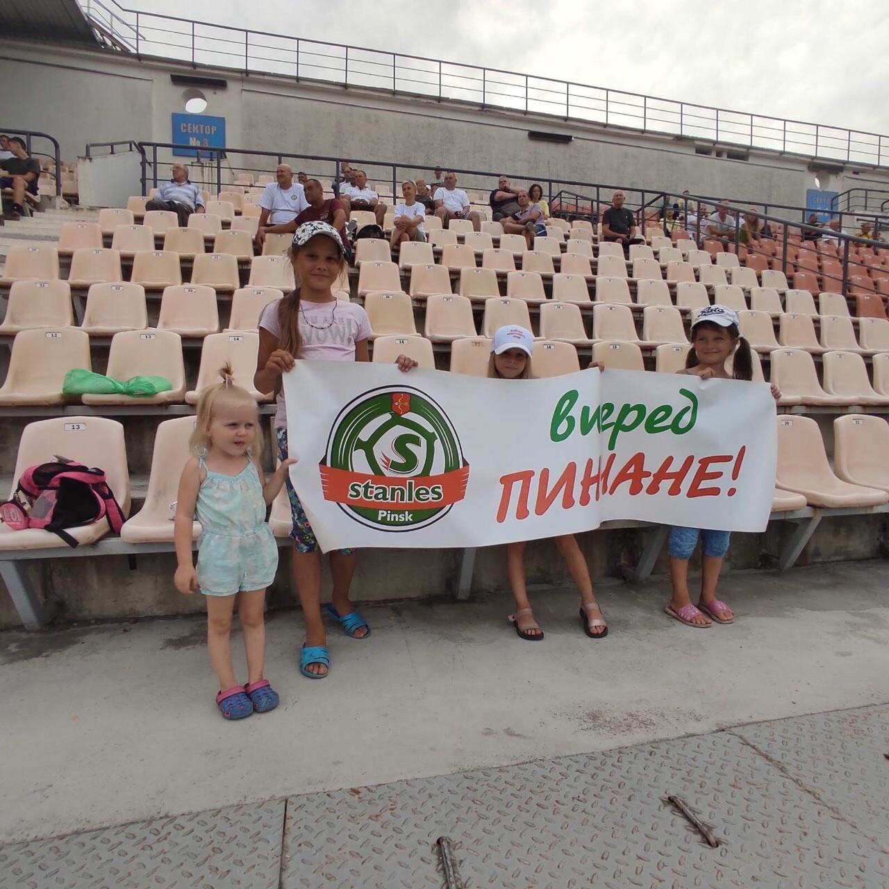 Атмосфера футбольного поединка в Пинске - «Стэнлес» vs «Надежда» (фото плюс комментарий игрока)