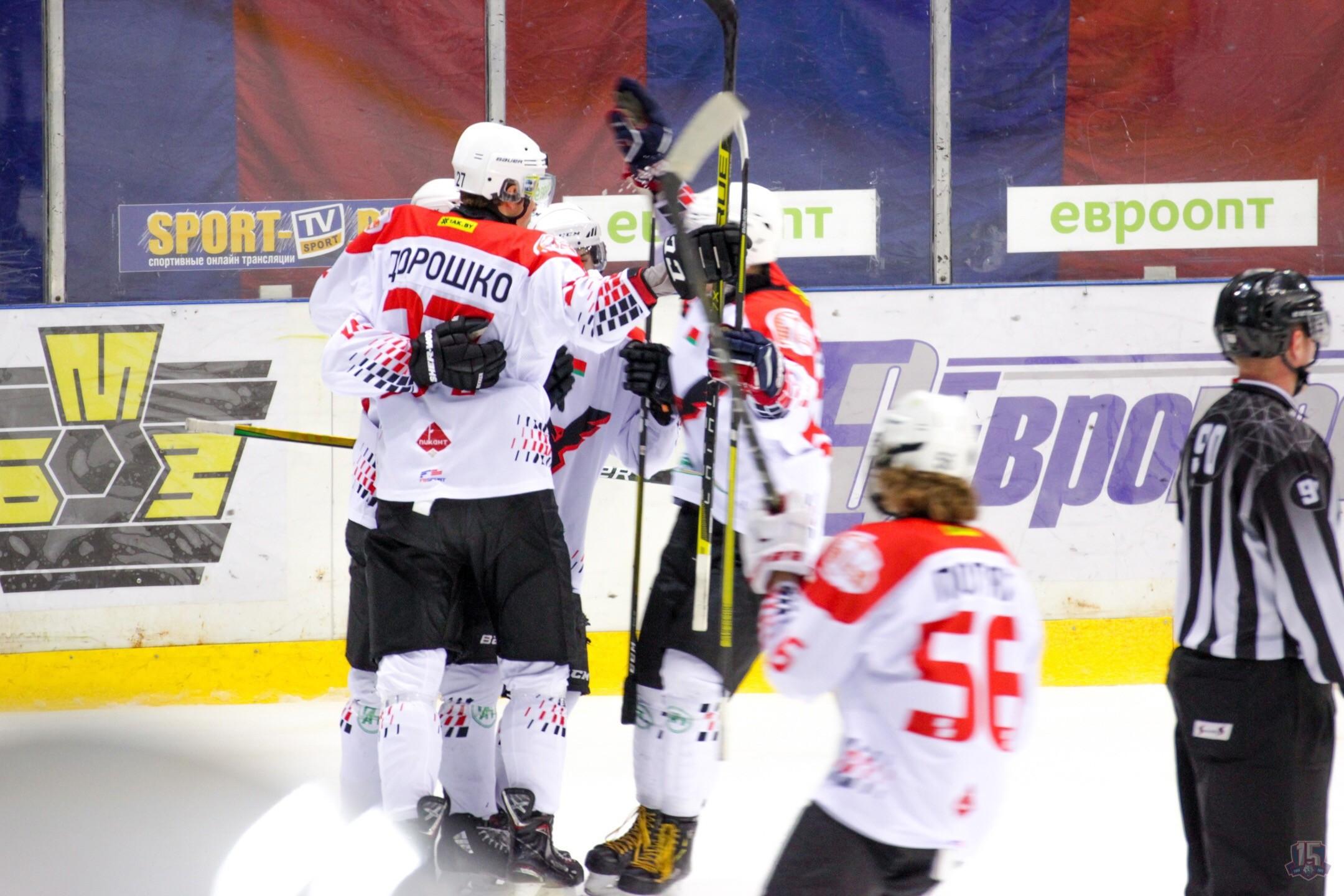 Град шайб с участием пинских хоккеистов в Жлобине